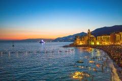 De traditionele viering van Stella Maris Tijdens de nacht wanneer duizenden uiterst kleine aangestoken kaarsen op het water van d stock afbeeldingen