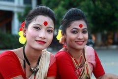 De traditionele volkskunstenaars van Assam nemen aan het Internationale volkskunstfestival deel stock afbeelding