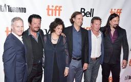 De tragisch Heup, de producenten & de directeuren bij première van het documentaire Oude Lopen ` van ` bij internationaal de film stock foto