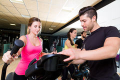 De trainer persoonlijke trainer van de aerobics elliptische leurder Royalty-vrije Stock Foto