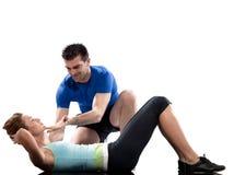 De trainer van de man aërobe het plaatsen vrouwenTraining Stock Afbeeldingen