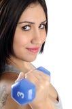 De training van het de vrouwengewicht van de domoor in gymnastiek Royalty-vrije Stock Foto's