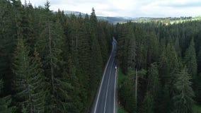 De trajetória aérea sobre a estrada filme