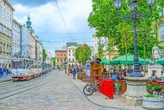 De tram in Marktvierkant van Lvov Stock Afbeelding