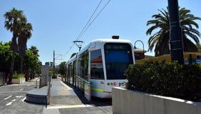 De tram van nr 109 bij de Lichte het Spoorpost van Havenmelbourne Stock Afbeelding