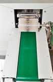 De transportband bij de installatie voor de productie van zeep Royalty-vrije Stock Foto