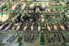De transportband van de schoenfabriek Stock Foto