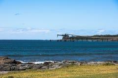 De transportband van het raffinaderijschip door de oceaan Stock Afbeeldingen