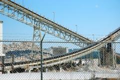 De Transportbanden van de Mijnbouw van het kalksteen stock afbeelding