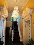 De trap aan de eerste verdieping in het hotel, Engeland Stock Afbeeldingen