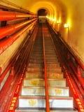 De treden in de trommeltoren van Peking ` s zijn steil en steil royalty-vrije stock fotografie