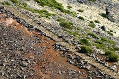 De treden van de steen in Pico do Arieiro Stock Afbeeldingen