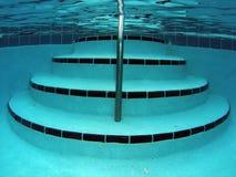 De Treden van het Zwembad Onderwater Royalty-vrije Stock Afbeeldingen