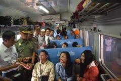 De trein die van Tawangjaya langst lanceren aan Djakarta Royalty-vrije Stock Foto