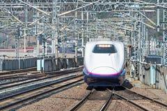 De trein E2 van de Reekskogel (Hoge snelheid of Shinkansen) Stock Fotografie