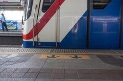 De trein komt stock afbeeldingen