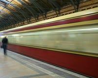 De trein komt aan Royalty-vrije Stock Afbeelding