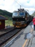 De trein komt aan Royalty-vrije Stock Afbeeldingen