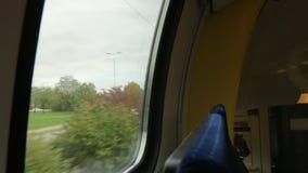De trein overvalt de Auto stock video