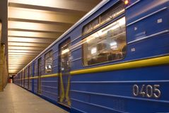 De trein van de beweging in metro Royalty-vrije Stock Fotografie