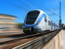 De trein van de hoge snelheid in motie Stock Afbeeldingen