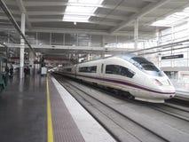 De trein van de hoge snelheid in Post Atocha Stock Foto
