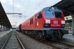 De trein van de passagier bij de post stock afbeeldingen