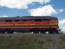 De trein van de vrachtwagen op het vervoersscène van de spoorwegstad stock foto's
