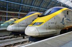 De trein van Eurostar bij de St Pancras post in Londen Stock Foto