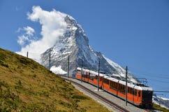 De trein van Gornergrat en Matterhorn, Zwitserland stock afbeeldingen