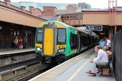 De trein van het Binnenland van Londen in Birmingham legt Straat vast stock afbeelding