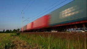 De trein van het ladingsvervoer stock video