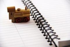 De trein van het stuk speelgoed op een witte achtergrond Stock Afbeelding
