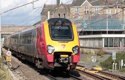 De trein van reizigerdmu op de spoorweg van de Westkust Hoofdlijn Stock Afbeelding