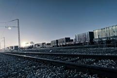 De treinen van de nacht royalty-vrije stock afbeelding