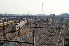 De treinen van de Metrorailforens in het opruimen in Johannesburg Royalty-vrije Stock Fotografie