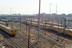 De treinen van de Metrorailforens in het opruimen in Johannesburg Royalty-vrije Stock Afbeelding