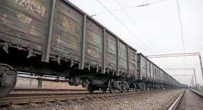 De treinlading van de steenkool Stock Afbeeldingen
