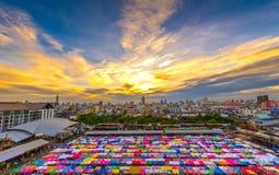De Treinmarkt van de Ratchadanacht, Bangkok Stock Foto's