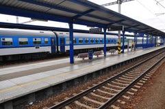 De treinplatform van de spoorweg Royalty-vrije Stock Afbeeldingen