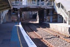 De treinplatform van de spoormanier bij Waverton-post in Sydney een tunnel te graven stock foto