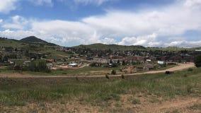 De treinrit verlamt hierboven Kreek Colorado 4K stock footage