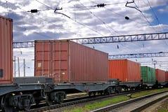 De treintransporten containers stock afbeelding