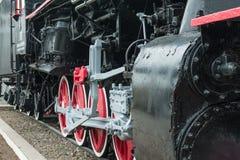 De treinwielen van de stoom. Stock Afbeeldingen