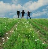 De tres personas en el camino Fotos de archivo libres de regalías