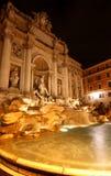 De Trevi fontein bij nacht Stock Afbeelding