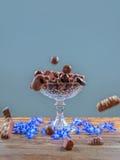 De tribune van de chocoladecake Stock Foto