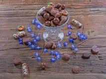 De tribune van de chocoladecake Stock Foto's