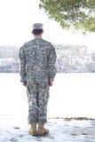 De tribune van de militair die van rug is ontsproten Stock Foto's