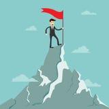 De tribune van de succeszakenman op de bovenkant van de berg met rood FL Stock Afbeeldingen